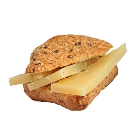 4 minibocadillos o montaditos de queso curado