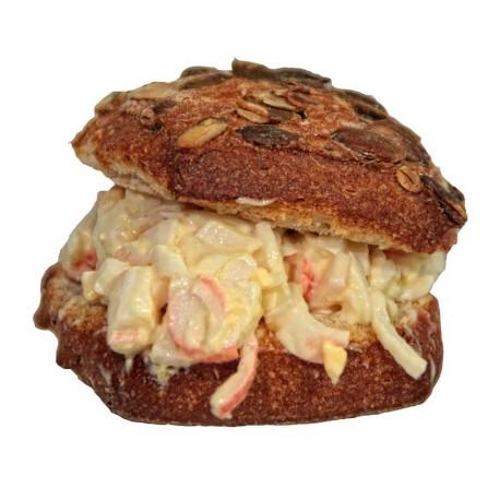 4 minibocadillos o montaditos de ensaladilla de cangrejo casera