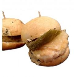 4 minibocadillos o montaditos de minihamburguesa de pollo y pavo con queso y pimiento