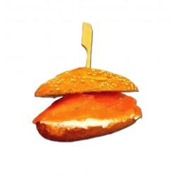 4 minibocadillos o montaditos de salmón ahumado, queso de untar i eneldo